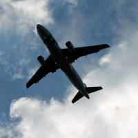 Plan flying overhead